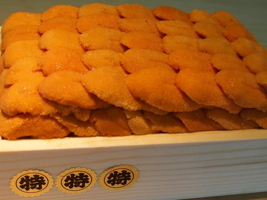 北海道「3特 赤利尻」。最高のウニですね♬きめ細かさ・香り・甘み・形・・。一口食べた後の濃い味わいは絶品です♬