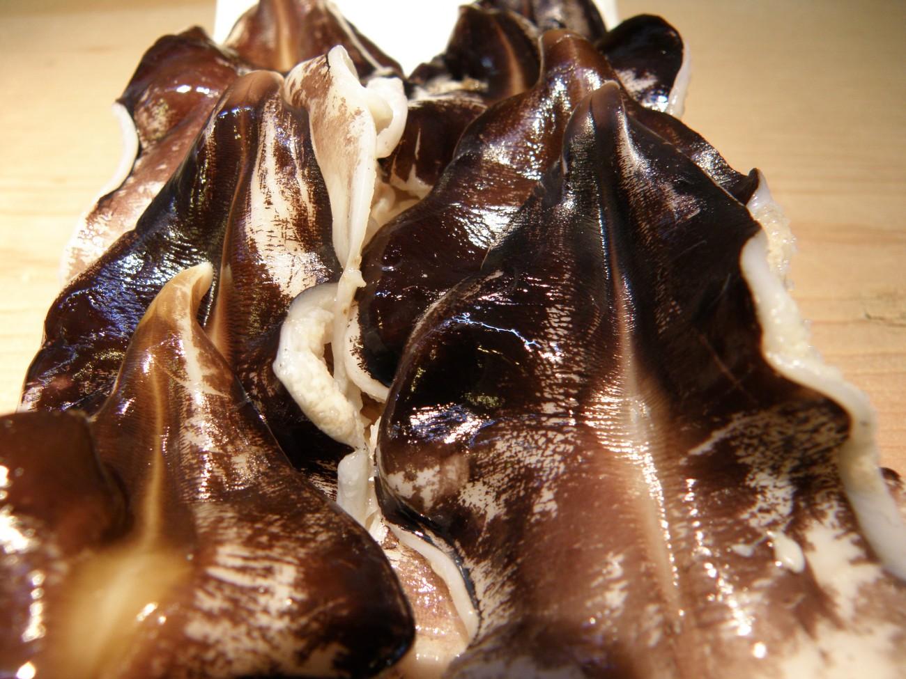 淡路島産のトリガイ♪初荷です!!身はまだ小さいですが、珍しく入荷いたしました♪冷凍では味わえない生の良さを是非♪